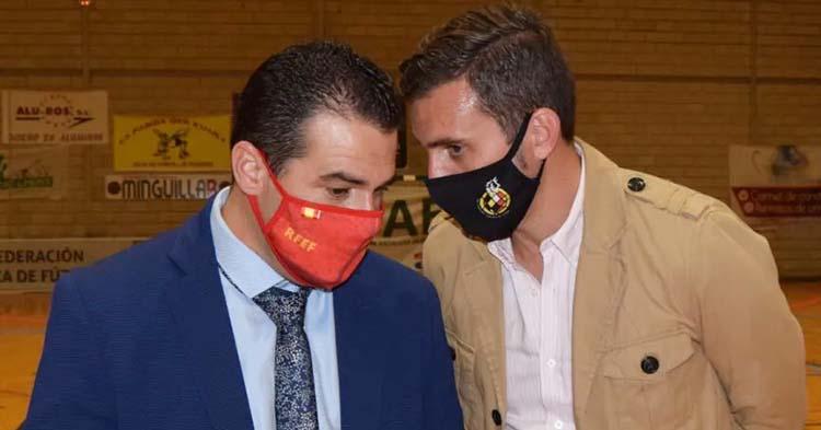 Pablo Lozano, con la mascarilla de la Española, junto a Martín Torralbo, su mano derecha en la Cordobesa que pronto presidirá el de Cañete de las Torres.