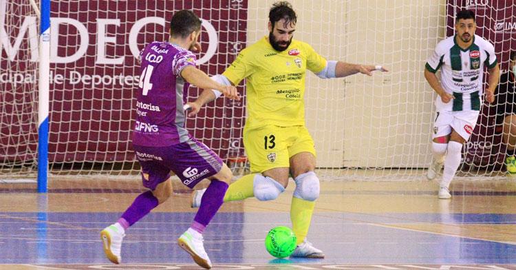 Prieto en una de sus aventuras ofensivas frente al Palma Futsal
