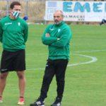 Sabas siguiendo el entrenamiento junto a Víctor Salas.