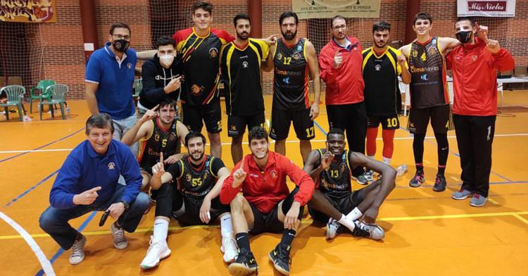 Los jugadores peñarriblenses, felices tras su victoria. Foto: CP Peñarroya