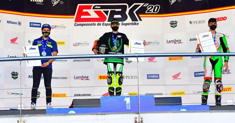 Ángel Heredia en el podio como tercero del certamen. Foto: Fernando Sotoca