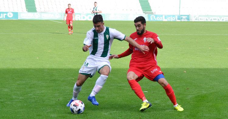 El buen hacer de Puga en el Córdoba B le ha dado plaza en el primer equipo esta temporada. Autor: Javier Olivar