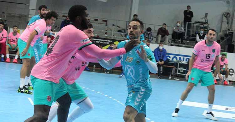 Cuenca intenta revolverse ante el gigante del Barcelona Men.
