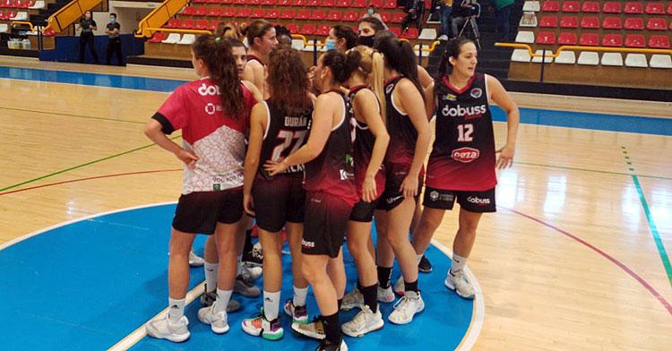 Las jugadoras del Dobuss Córdoba Básket este domingo en Linares