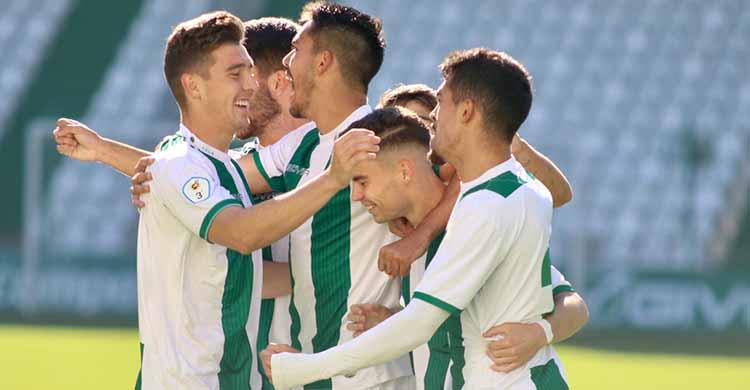 Los jugadores del Córdoba B celebrando el primer tanto de Luismi.