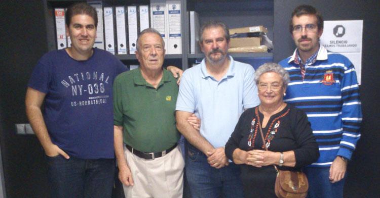 Gonzalo Uceda, segundo por la izquierda, en un homenaje hace unos años en la extinta CCF Radio. Foto cedida por Diego Arellano