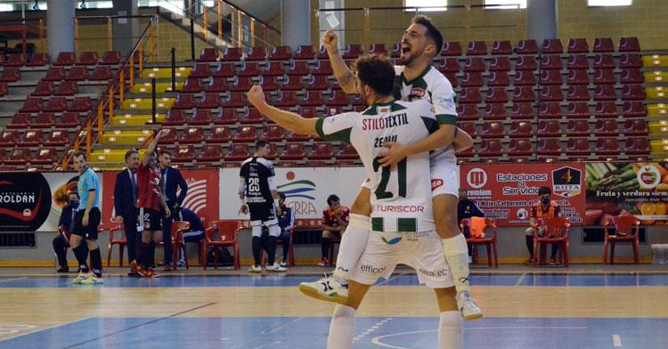 La alegría de Zequi y Jesulito tras el gol que aseguraba la victoria. Autor: Javier Olivar