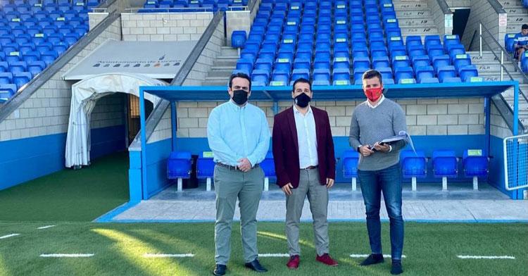 Jorge Torres junto a Pablo Lozano y Martín Torralbo en el Estadio Ciudad de Lucena. Foto: RFAF