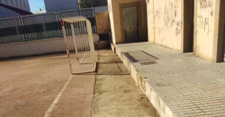 Panorámica de una portería en la barriada de las Moreras.