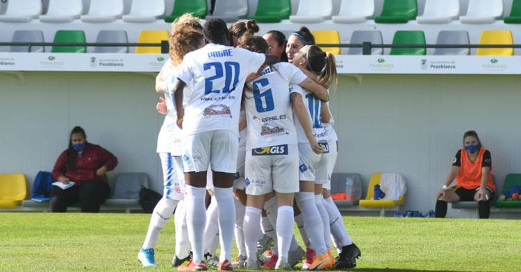 Las jugadoras blanquillas celebran el tanto de María Marín. Foto: CD Pozoalbense