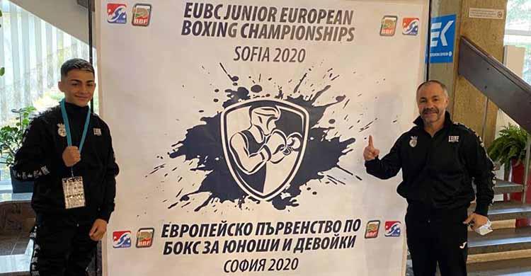 Rafa Lozano júnior junto a su padre, el seleccionador nacional, en Sofía (Bulgaria).