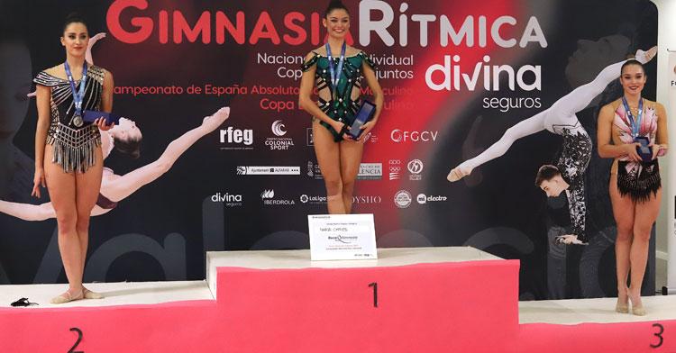 Sonia Ortiz, a la derecha, en el podio de Valencia