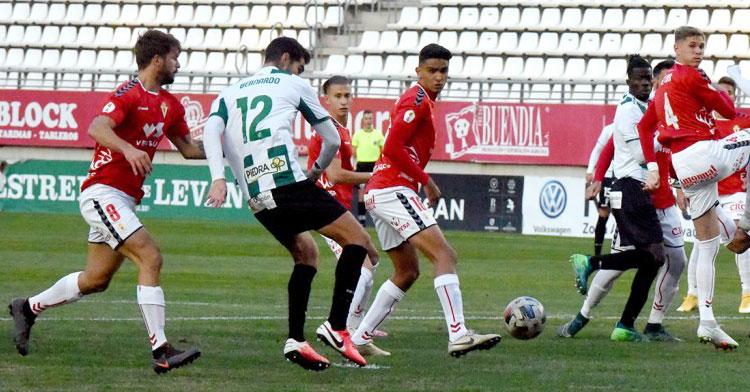 Bernardo Cruz y Djetei en el partido de Murcia. Foto: CCF