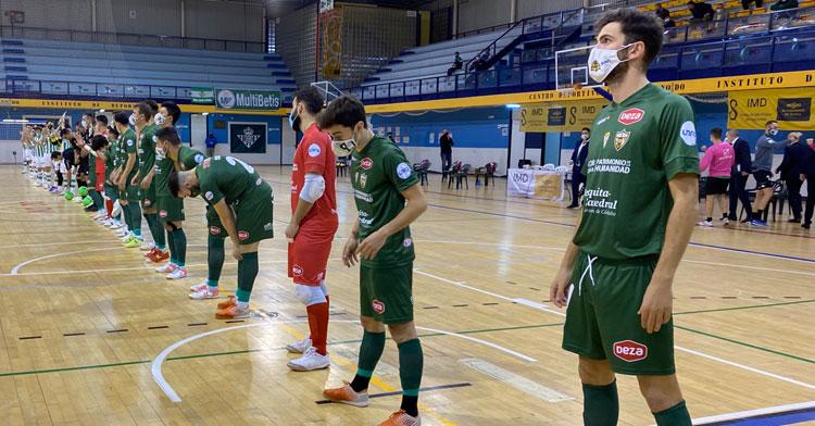 Los jugadores del Córdoba Patrimonio en formación en el partido ante el Betis del martes