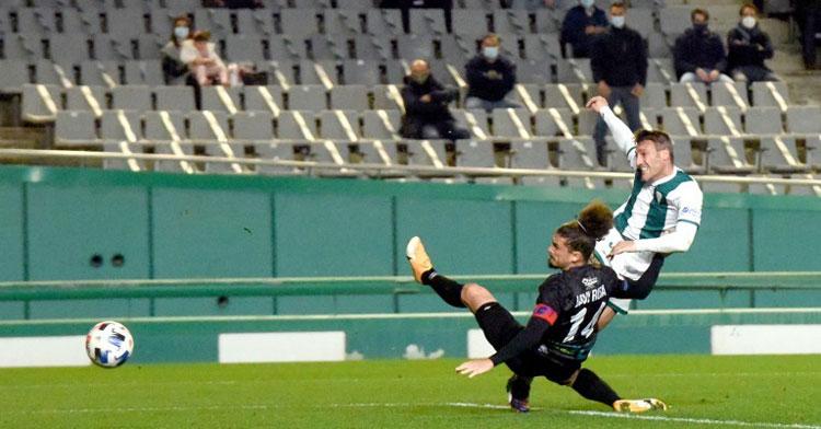 Piovaccari en una de las acciones que acabaron en gol ante el Ejido. Foto: CCF
