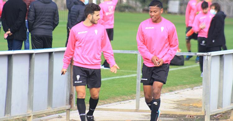 Alberto Salido y Darren Sidoel abandonando juntos la Ciudad Deportiva. Ambos son los descartes para el partido de Copa del Rey ante el Getafe.