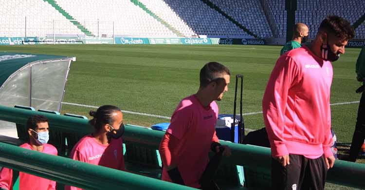 Xavi Molina accediendo a El Arcángel para afrontar junto a sus compañeros el primer entrenamiento con Pablo Alfaro.
