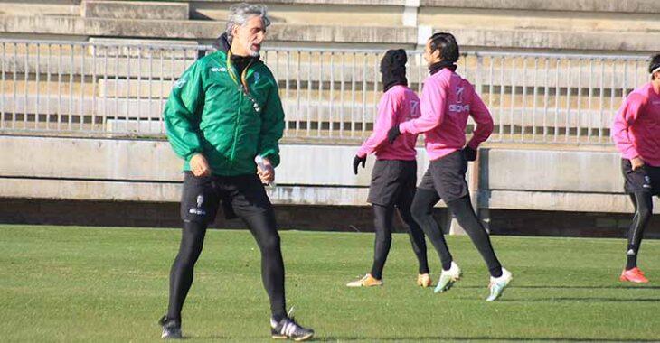 Pablo Alfaro trabajando con sus hombres en la Ciudad Deportiva.