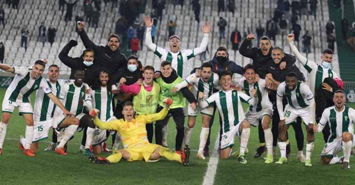 La fiesta final de los jugadores del Córdoba CF tras eliminar al Getafe.