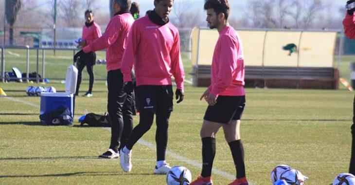 Alberto Salido esta mañana junto a Darren Sidoel, el otro sub-23 que no juega desde la jornada inaugural.