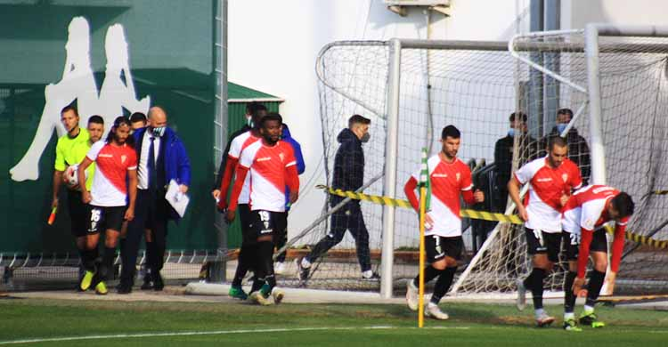 Bernardo encabezando el once inicial cordobesista que saltó ayer a la Ciudad Deportiva Luis del Sol.
