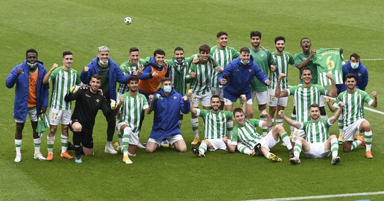 Los jugadores del Betis Deportivo celebrando un triunfo. Foto: @RBetisCantera