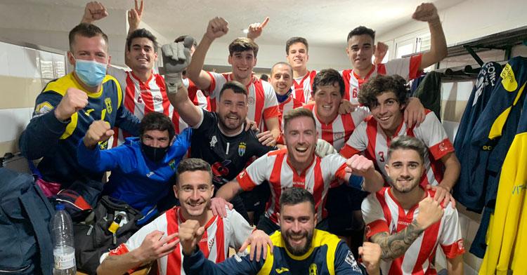 Los jugadores del Ciudad Jardín celebrando su victoria en Montilla. Foto: @CDJardn