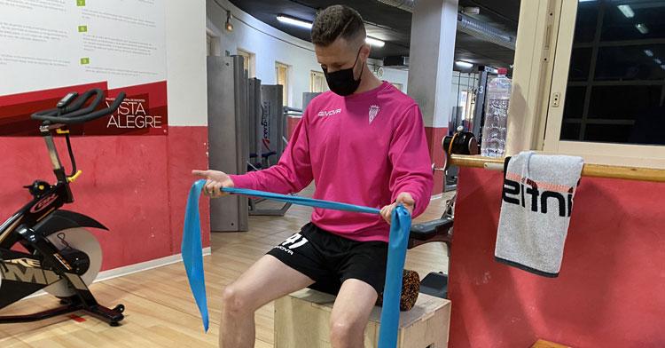 Cordero trabajando en solitario en el gimnasio