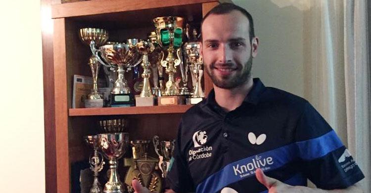 Diogo Carvalho con rostro feliz tras su renovación con el Cajasur