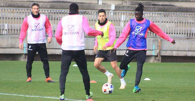 Djetei y Carlos Valverde son las dos novedades de la convocatoria para viajar a Murcia tras recuperarse de sus lesiones.