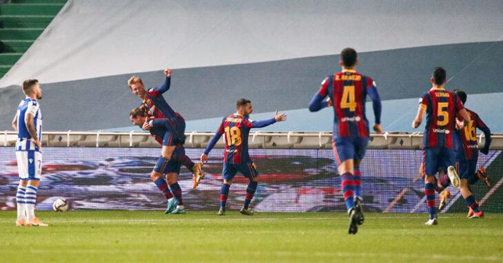 Los jugadores del Barcelona celebrando el gol inicial de Frenkie De Jong.Los jugadores del Barcelona celebrando el gol inicial de Frenkie De Jong.