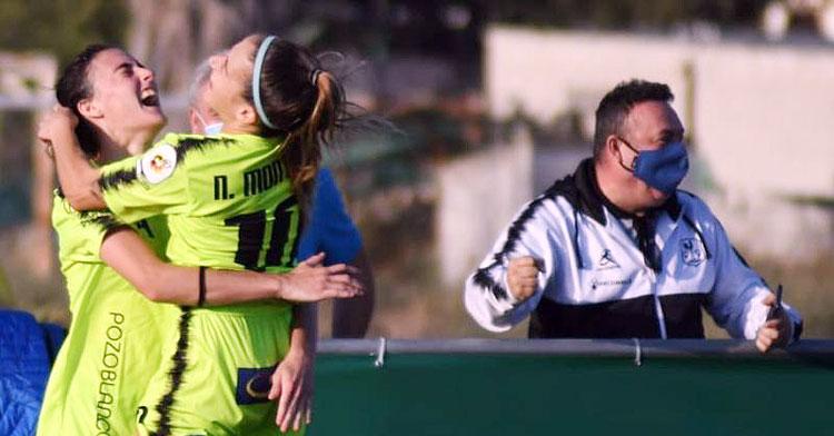 José Antonio Lara, a la derecha, celebrando un tanto de su equipo. Foto: CD Pozoalbense