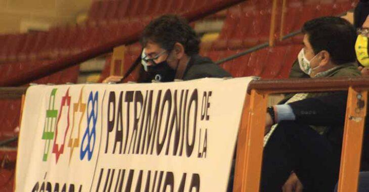 José García Román en el palco contra Jaén, junto a Javier González Calvo