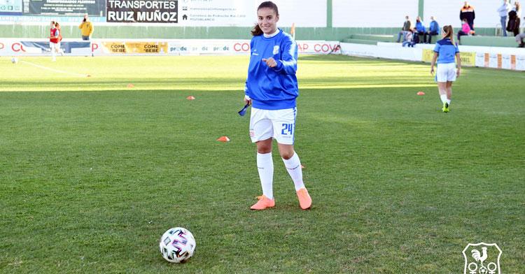 Juani Torres calentando en un partido de esta pasada pretemporada. Foto: CD Pozoalbense Femenino