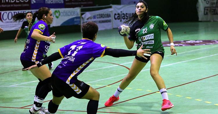 Maura Álvarez en el duelo frente a Gijón en liga. Foto: Fran Pérez / Balonmano Adesal