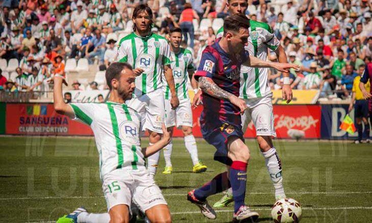 Messi aguanta el balón entre Deivid y Pantic con Khrin al fondo.