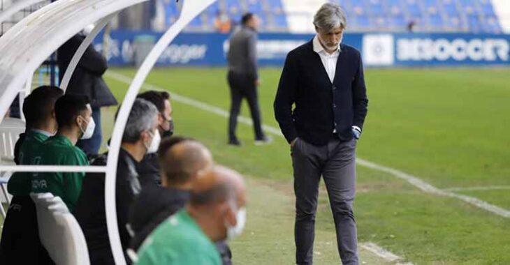 Cabizbajo. Así se fue Pablo Alfaro de La Condomina consciente de la superioridad de su equipo.