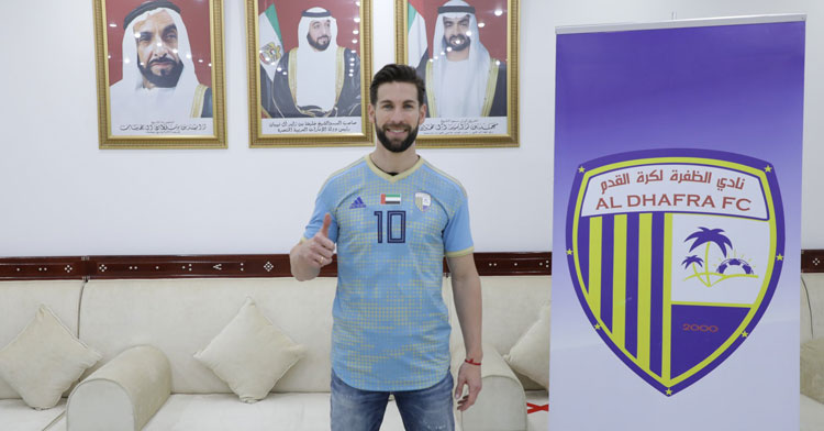 Pedro Conde posando en las instalaciones de su nuevo club.