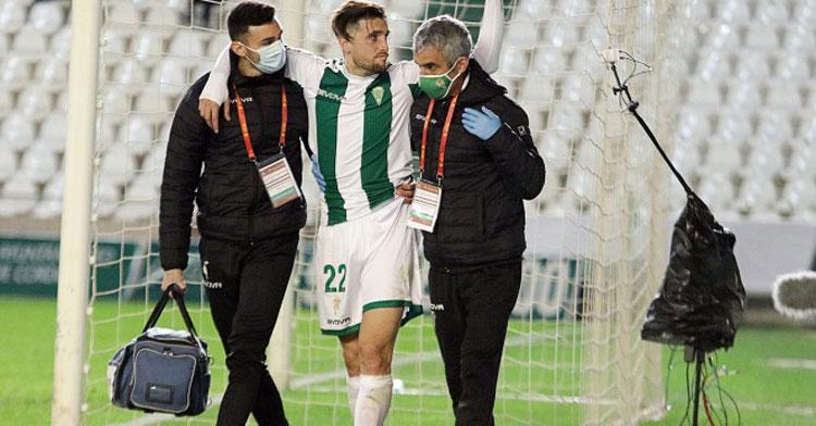 Samu Delgado se marcha lesionado en el partido del martes ante el Getafe. Foto: Charo Tobajas / CCF
