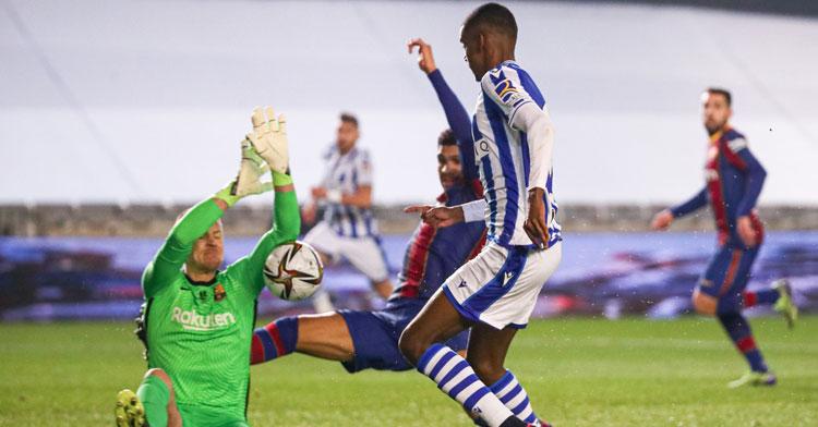 Ter Stegen dio medio pase del Barcelona a la final de la Supercopa.