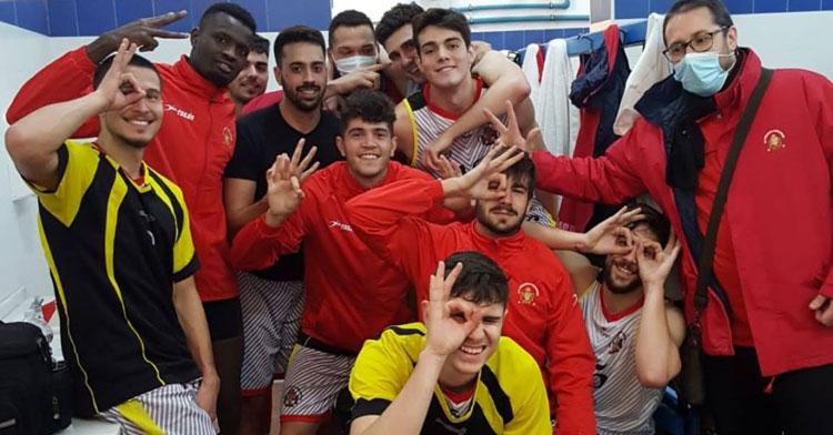Los jugadores mineros, felices tras su victoria. Foto: CP Peñarroya