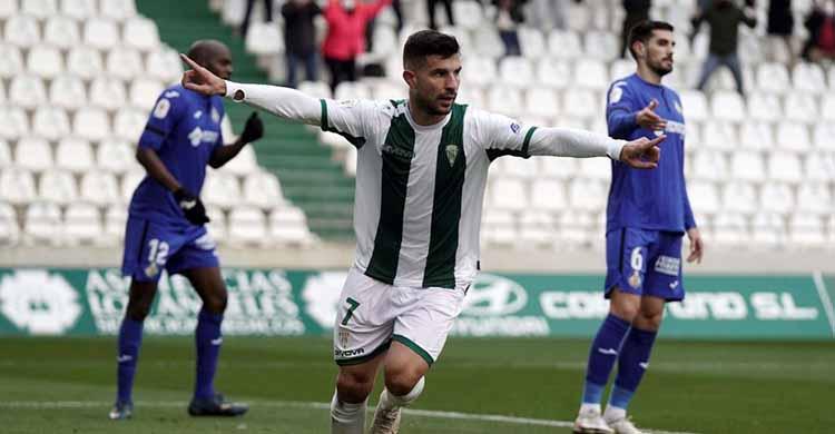 Willy celebrando su gol con dos jugadores del Getafe al fondo contrariados