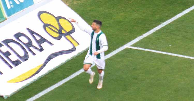 Willy dedicando su gol ante el Getafe a los aficionados de Fondo Norte.