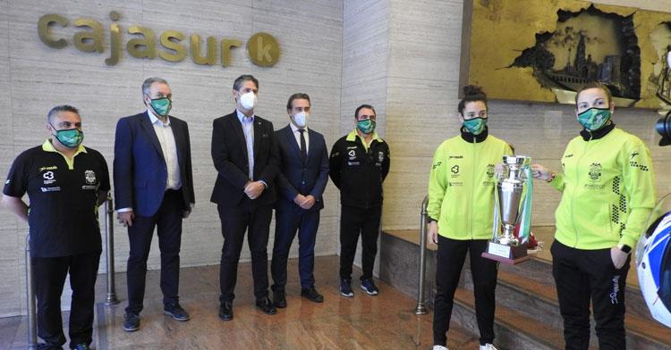 Un momento de la recepción de CajaSur al Deportivo Córdoba tras la conquista hace unos meses de la Copa de Andalucía