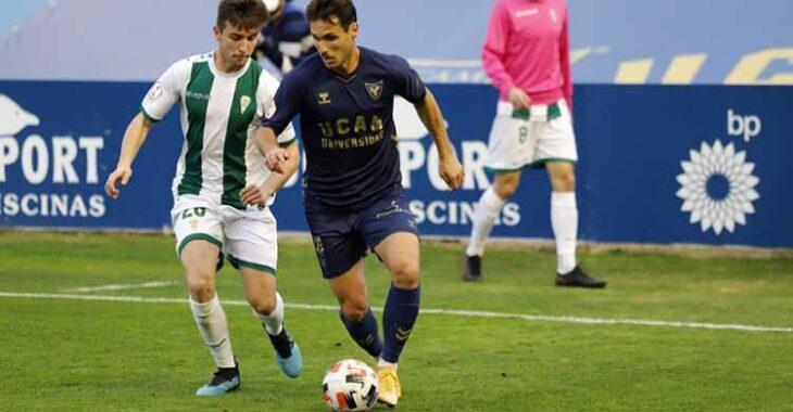 Alberto Del Moral jugando este domingo en La Condomina ante el UCAM Murcia.
