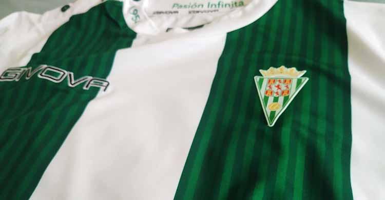 La camiseta oficial Givova del Córdoba CF que sorteemos el próximo martes.