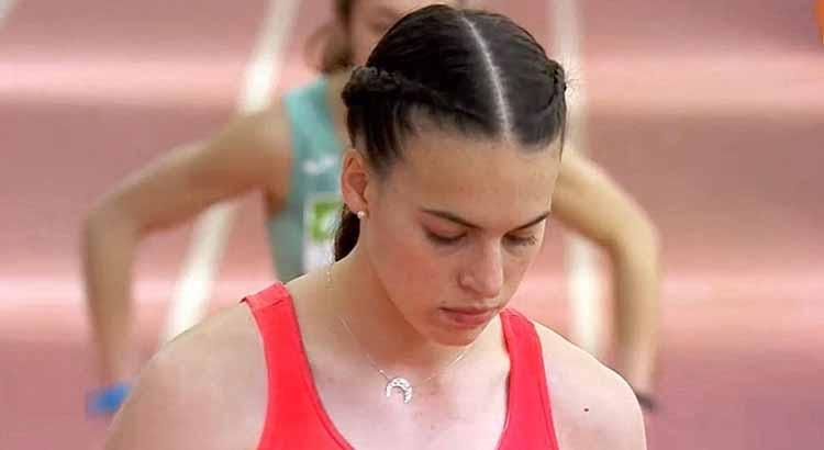 Carmen Avilés concentrada el pasado sábado antes de los 400 metros del Nacional invernal.