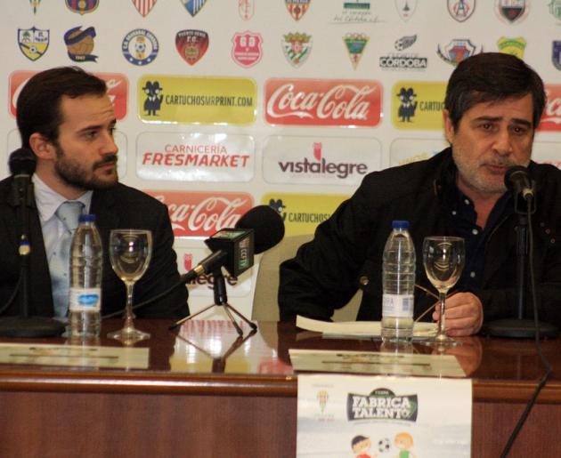 Carlos González y su hijo Alejandro en una de sus últimas comparecencias públicas juntos.