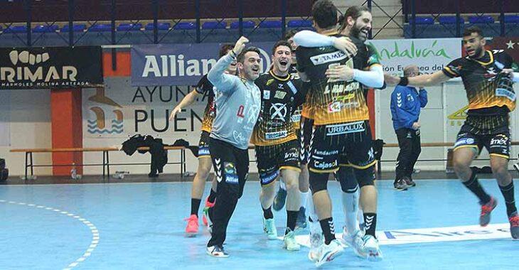 La alegría final de los jugadores del Ángel Ximénez tras derrotar a Cuenca