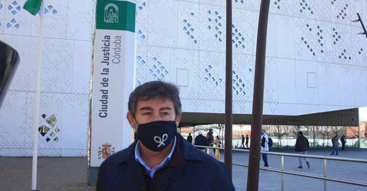 Javier González Calvo a su salida de la Ciudad de la Justicia.